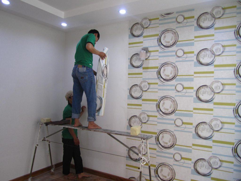 Thợ chuyên nhận thi công giấy dán tường