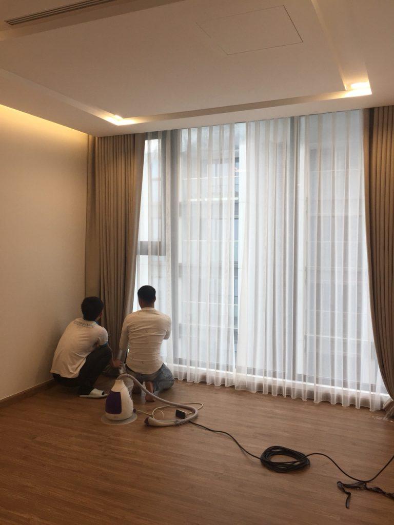 Thợ chuyên sửa chữa rèm cửa