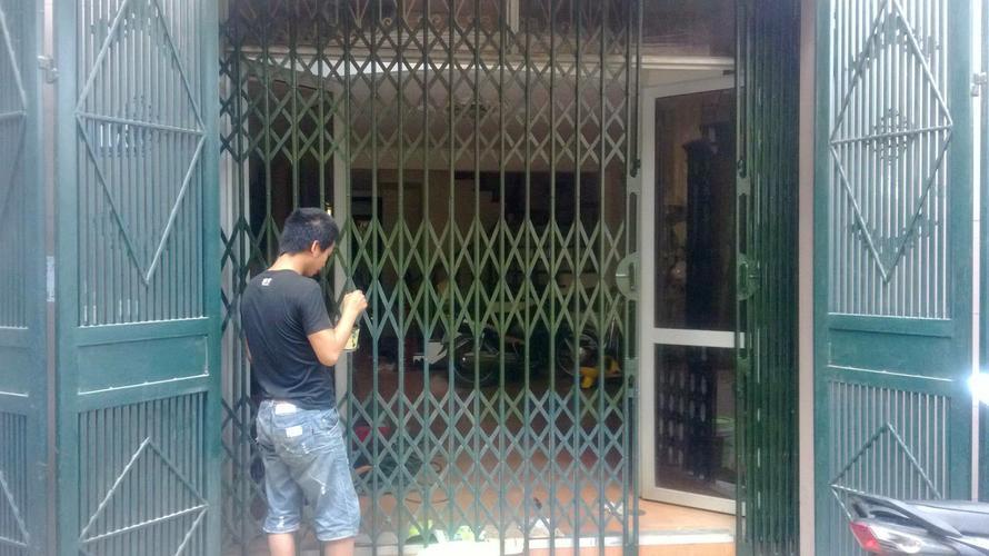 Thợ sửa cửa sắt tại nhà